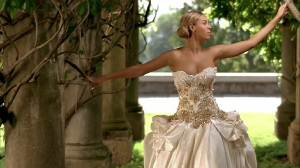 Beyonce in vera wang and baracci beverly hills wedding for Beverly hills wedding dresses